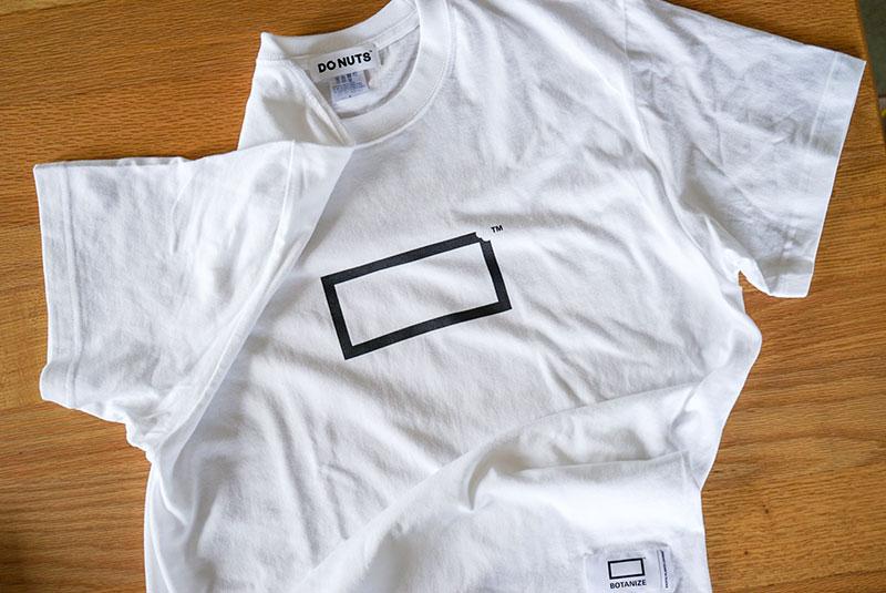 DO NUTS FACTORY × BOTANIZE LOGO Tシャツ(表)